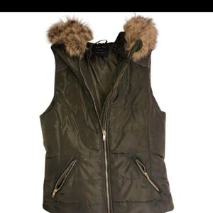 NWOT💖 Love Tree Army Green Vest with fur Hood💖